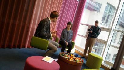 Programledare Silke med Daniel Skog på PR-byrån Westander
